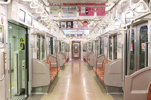 横浜市営地下鉄3000S形 車内