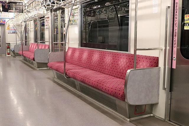 埼玉高速鉄道2000系 座席、袖仕切り、スタンションポール