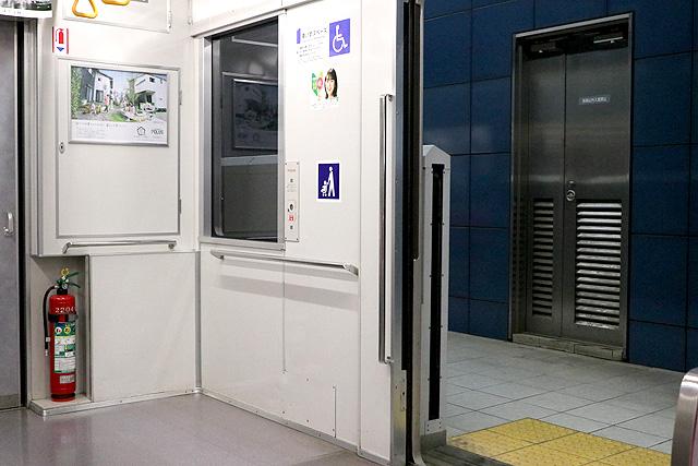 埼玉高速鉄道2000系 車いすスペース