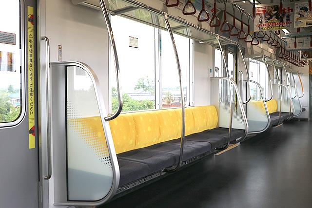 東京メトロ17000系(10両編成)座席、袖仕切り、スタンションポール