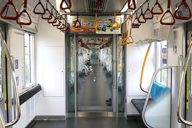 東京メトロ17000系(10両編成)貫通路