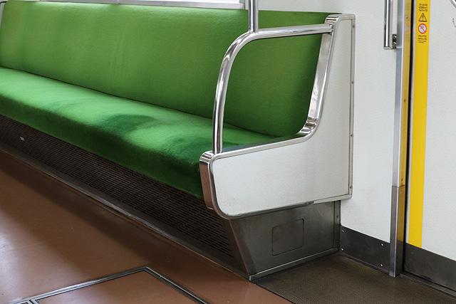 座席袖仕切り検定-1
