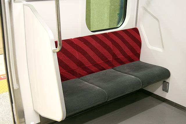 座席袖仕切り検定-10