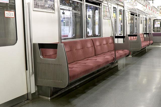 都営6300形(2次車)座席、袖仕切り、スタンションポール