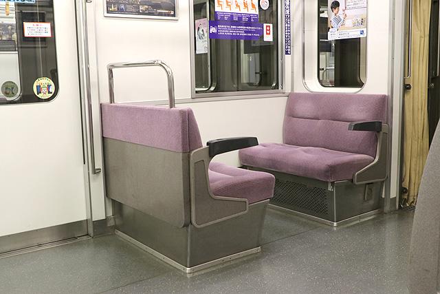 都営6300形(2次車)優先席(ボックスシート)