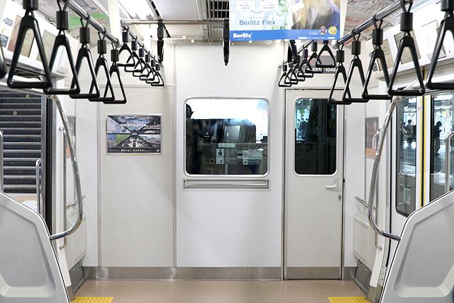 JR東日本E233系1000番台 乗務員室背面