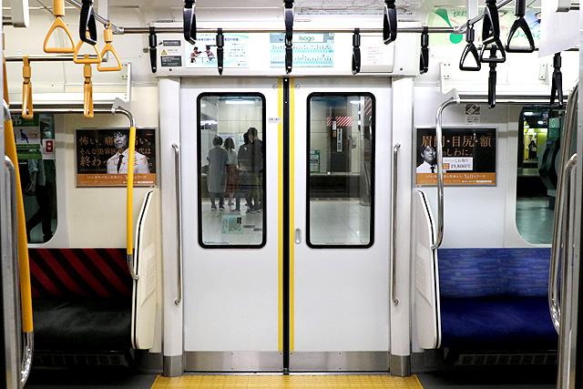 JR東日本E233系1000番台 客用ドア