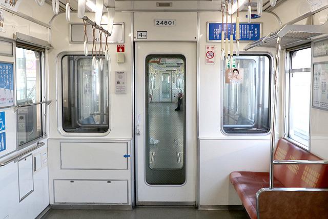 Osaka Metro 24系(初期リニューアル車)貫通路