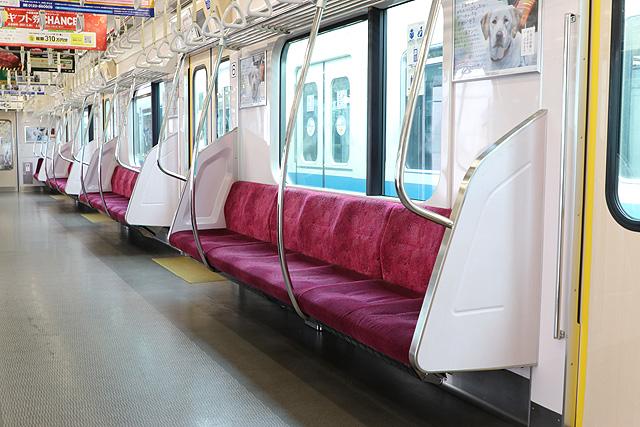 小田急3000形(9次車)座席、袖仕切り、スタンションポール