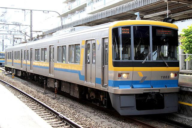 横浜高速鉄道Y000系車内