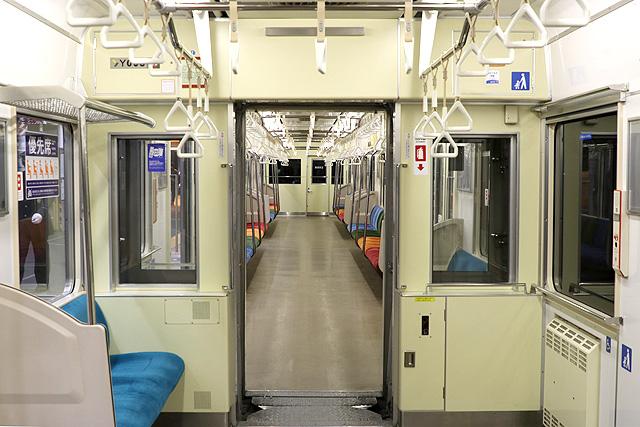横浜高速鉄道Y000系貫通路