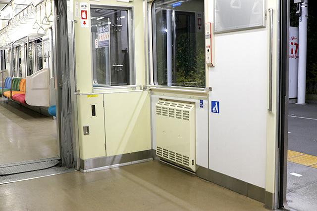 横浜高速鉄道Y000系車いすスペース