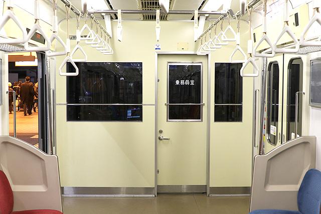 横浜高速鉄道Y000系乗務員室背面