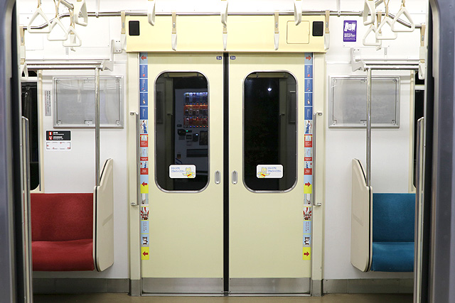 横浜高速鉄道Y000系客用ドア
