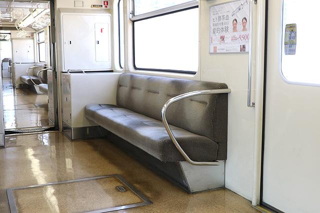 神戸新交通1000型(最終編成)座席、袖仕切り