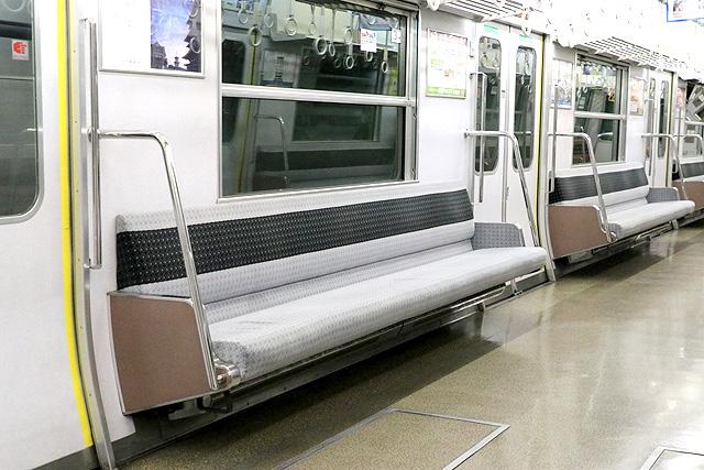 近鉄7020系 座席、袖仕切り