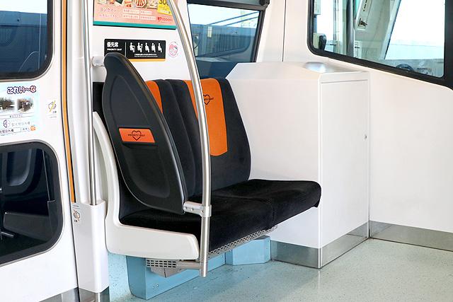 埼玉新都市交通2020系 優先席