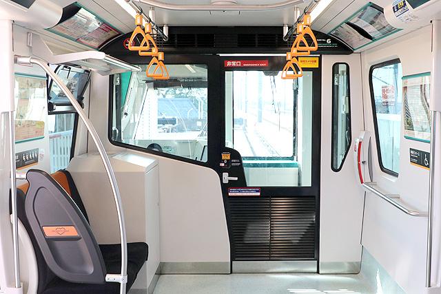 埼玉新都市交通2020系 乗務員室背面