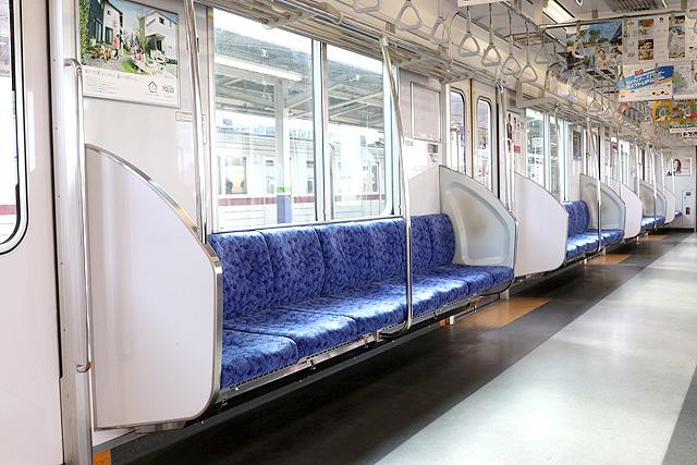 東武50000型(後期車)座席、袖仕切り、スタンションポール