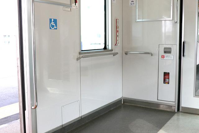 東武50000型(後期車)車いすスペース