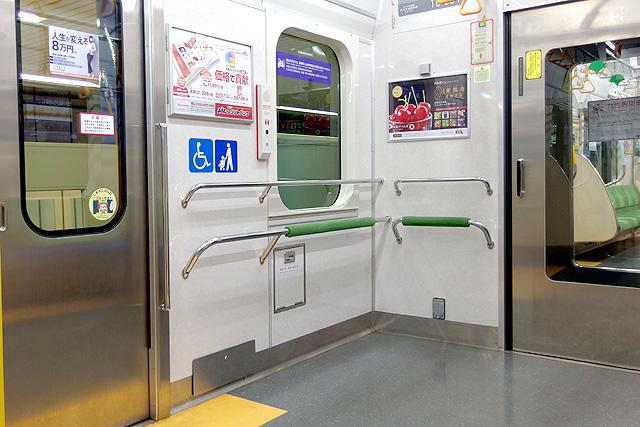 都営地下鉄10-300形(5次車)車いすスペース