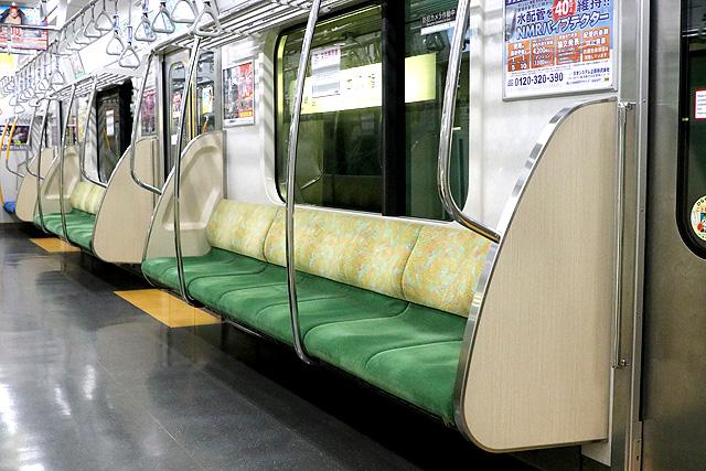 都営10-300形(4次車)座席、袖仕切り、スタンションポール