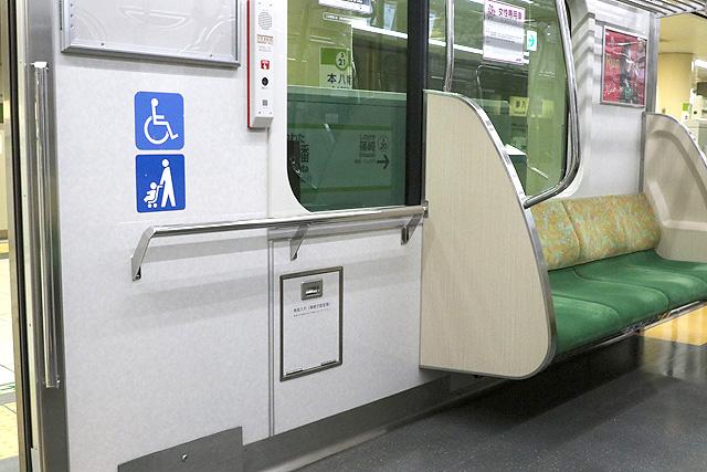 都営10-300形(4次車)車いすスペース