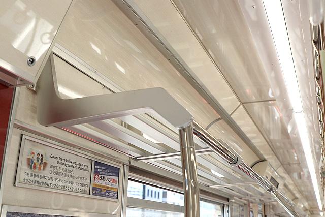 Osaka Metro21系(1996年増備車)荷棚
