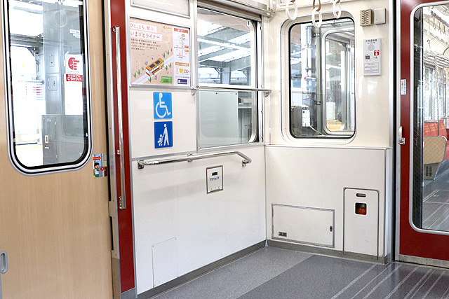 Osaka Metro21系(1996年増備車)車いすスペース